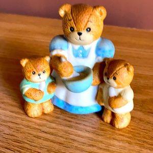 Porcelain collectible Mama Bear w baby bears